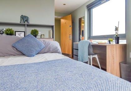 5 Bed Bronze Non En Suite