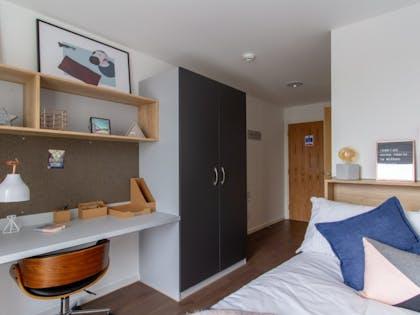Bronze En-Suite